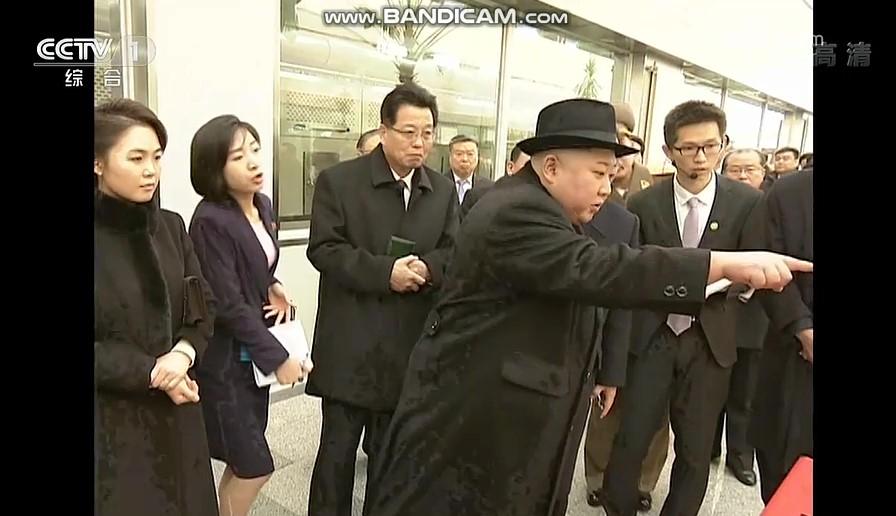 중국 CC-TV가 보도한 퉁런탕 제약 공장을 시찰 중인 김정은 북한 국무위원장. [CC-TV 캡처]