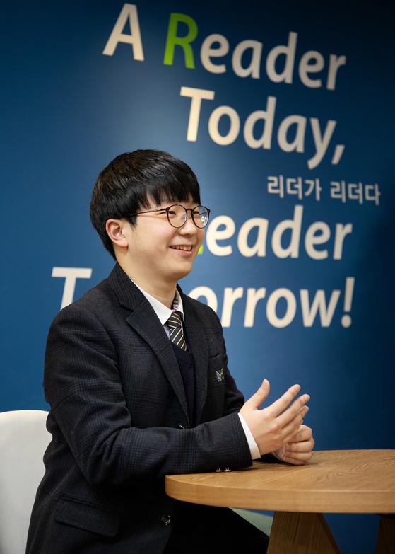 권용우 학생이 9일 한양대 국제관에서 진행된 인터뷰에서 웃으며 장래 희망에 대해 설명하고 있다. [한양대학교 제공]