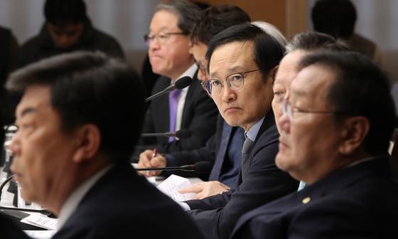 북한 노동자 유치해달라!요청에..홍영표 민주당 원내대표 답변은?