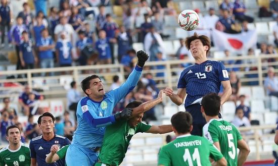 일본은 9일 조별예선 F조 1차전 투르크메니스탄과 경기에서 3-2 진땀승을 거뒀다. 투르크메니스탄은 전력상 훨씬 아래임에도 선제골을 넣었고, 페널티킥 골까지 넣으며 일본을 괴롭혔다. 연합뉴스 제공