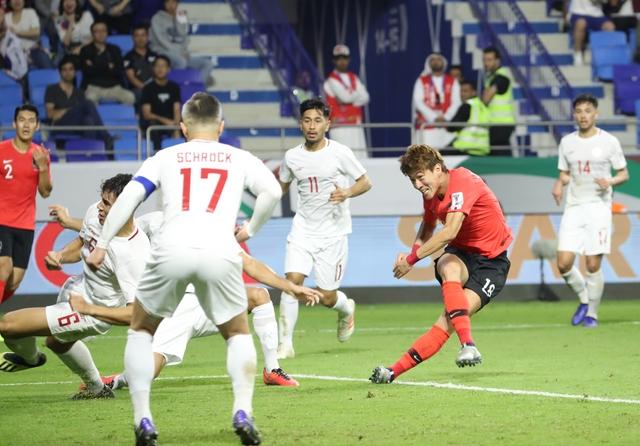 황의조는 지난 7일 2019 UAE 아시안컵 C조 필리핀과 경기에서 멋진 터닝슛으로 선제 결승골을 기록했다. 연합뉴스 제공