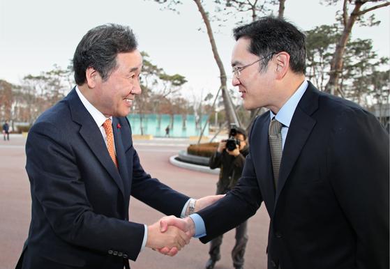 """이낙연 """"삼성, 5G 선도해달라"""" 이재용 """"대표기업 의무 다할 것"""""""