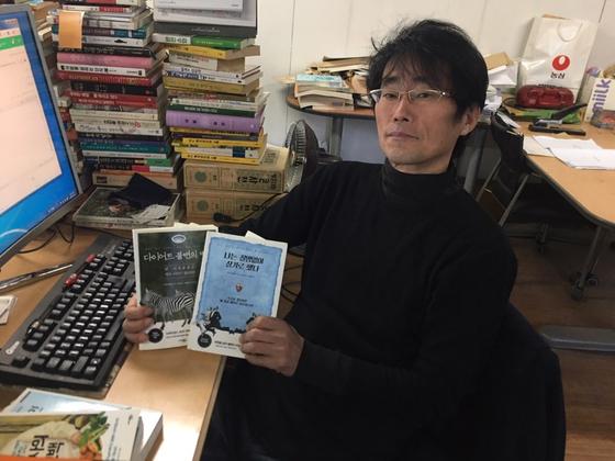 인터뷰를 하는 채식전문출판사 '사이몬북스'의 강신원 대표. [사진 이상원]