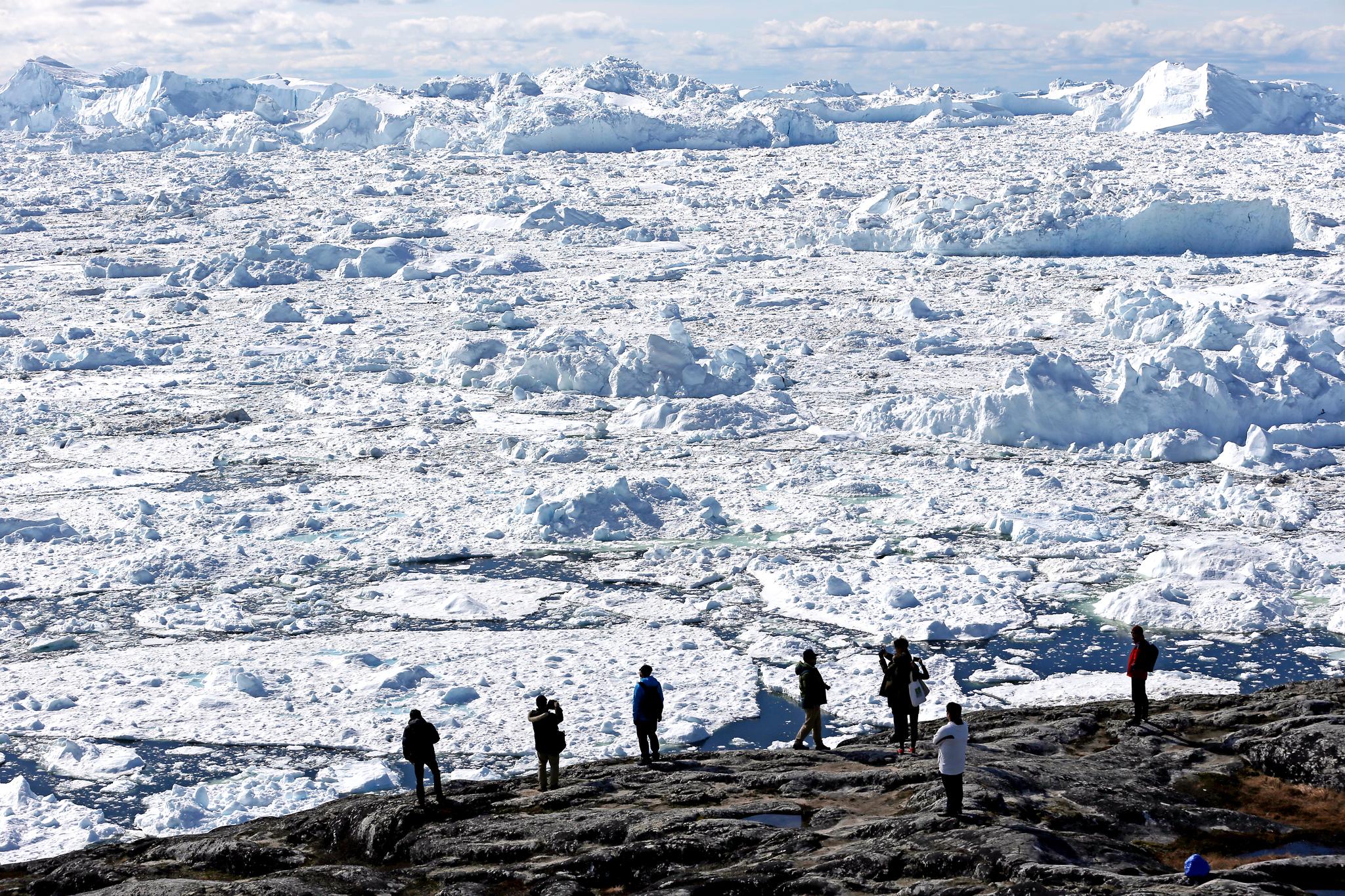 그린란드 일루리삿 빙하. 빙하 아래에도 미생물은 존재한다. [중앙포토]