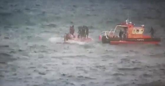 11일 오전 5시쯤 경남 통영시 욕지도 남쪽 약 80㎞ 해상에서 9.77t급 낚시어선 무적호가 전복됐다. [사진 해양경찰청]