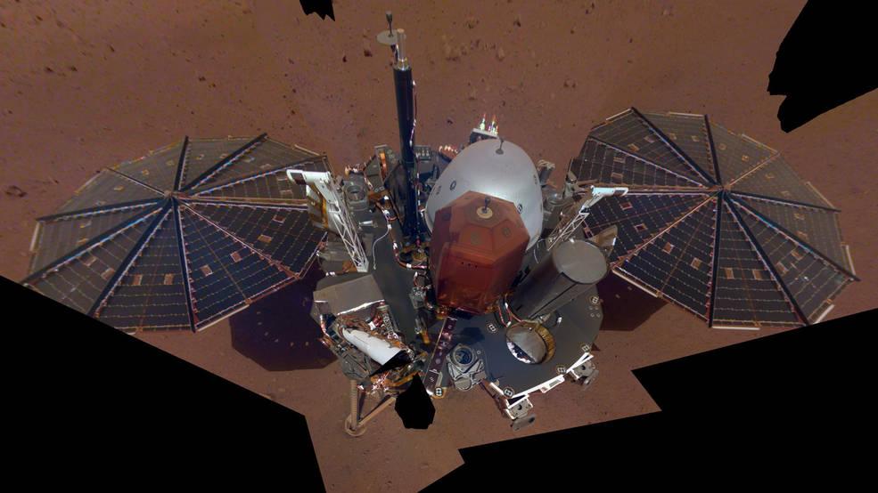 지난달 11일 미 항공우주국(NASA)가 화성탐사선 인사이트가 로봇팔에 장착된 카메라로 찍은 셀카 사진 11장을 짜깁기한 이미지를 공개했다. [NASA wprhd=뉴스1]