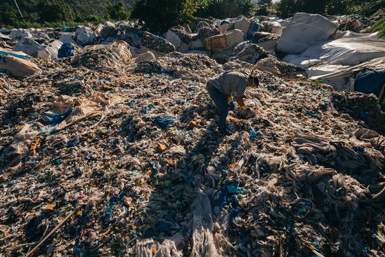 필리핀에 불법 수출된 한국산 플라스틱 쓰레기. [사진 그린피스]