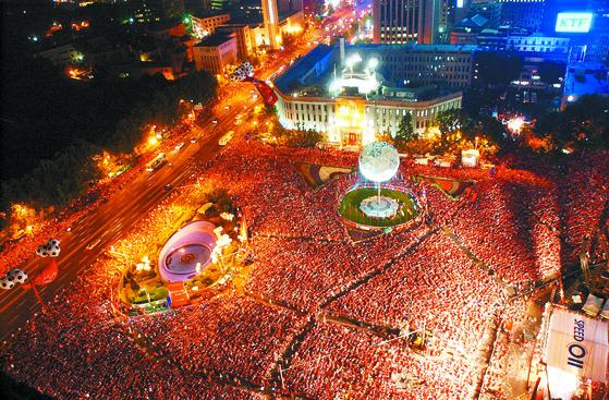월드컵 3,4위전 경기에서 시청 앞 붉은악마 응원[중앙포토]
