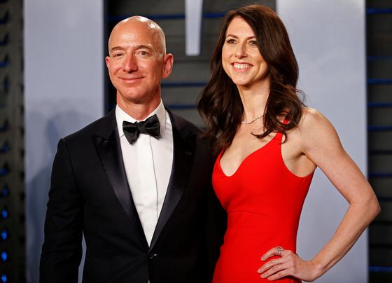 최근 아내 맥킨지 베이조스와 이혼을 결정한 제프 베이조스 아마존 CEO. [로이터=연합뉴스]