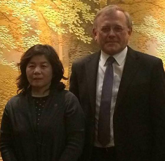 지난해 평양에서 최선희 북한 외무성 부상(왼쪽)과 알렉산드르 마체고라 주북한 러시아 대사가 만난 모습. 주북한 러시아 대사관은 이 사진을 페이스북에 공개했다. [연합뉴스]