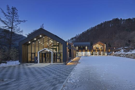 유명산자연휴양림이 자랑하는 산림복합체험센터. [사진 국립휴양림관리소]