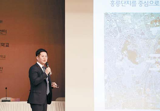 제12회 홍릉포럼에서 주제발표 를 하는 서울시립대 남진 기획처장.