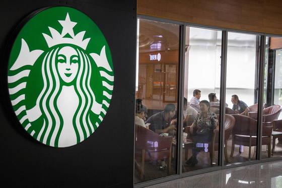 중국내 스타벅스 매장 모습. 중국 130개 지역에 총 3600여개 스타벅스 매장이 있다.[EPA=연합뉴스]