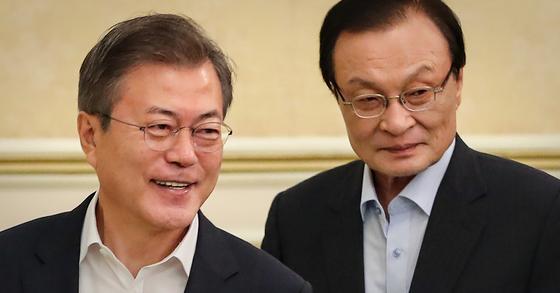 문재인 대통령(왼쪽)과 이해찬 더불어민주당 대표. [연합뉴스]