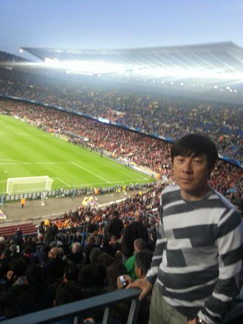 2013년4월11일 바르셀로나 캄프누에서 열린 바르셀로나와 파리생제르맹의 유럽 챔피언스리그를 지켜본 신태용 감독.