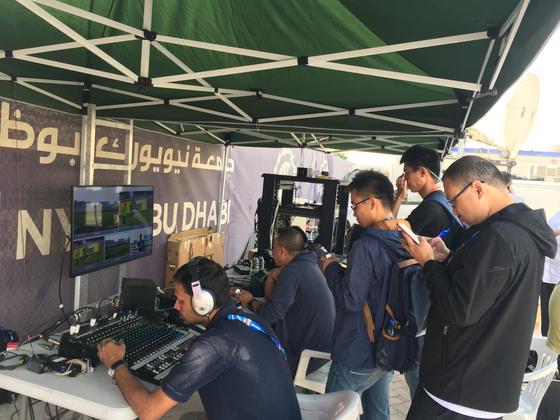 중국 국영방송 CCTV가 최신식 카메라를 동원해 한국 훈련을 라이브로 중계했다. 아부다비=박린 기자