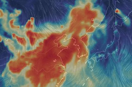 네티즌들이 14일 공유한 중국과 한반도의 대기 관련 이미지. 출처: earth.nullschool.net