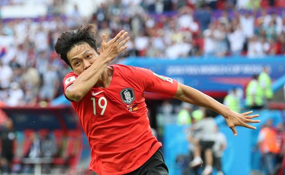 지난해 6월 러시아월드컵 독일전에서 골을 터트린 뒤 환호하는 김영권. 카잔=임현동 기자