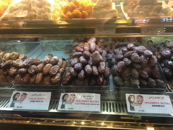 아랍에미리트 아부다비의 센트럴 마켓 수크에서 판매 중인 대추야자. 아부다비=박린 기자