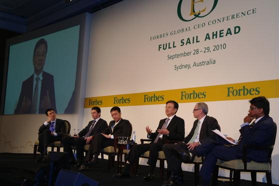 2014년 호주 시드니에서 열린 '2010 포브스 글로벌 최고경영자 콘퍼런스'에서 참석한 리홍민 VNG그룹 창업자(왼쪽에서 세번째).