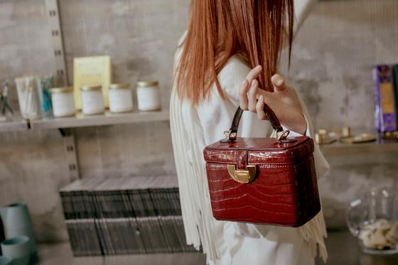 젊은 층에 인기를 얻고 있는 한국 가방 브랜드 '꼼므알'의 가방.
