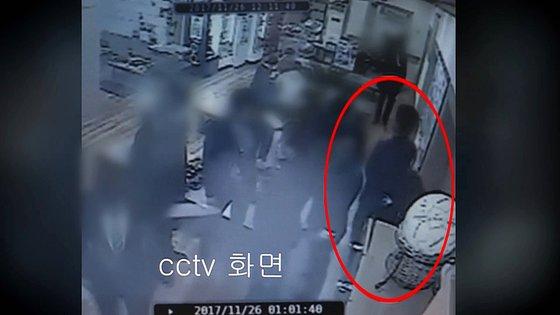 '곰탕집 성추행' 사건 CCTV 장면. [연합뉴스(연합뉴스TV)]