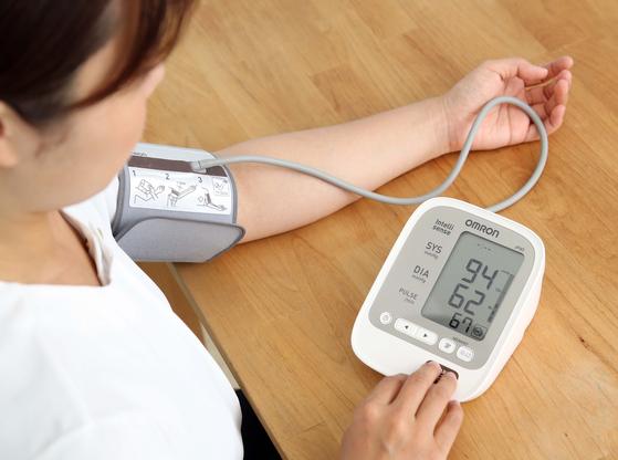 """'저혈압이 고혈압보다 나쁘다""""는 말이 잘못된 속설이라는 연구 결과가 나왔다. [중앙포토]"""