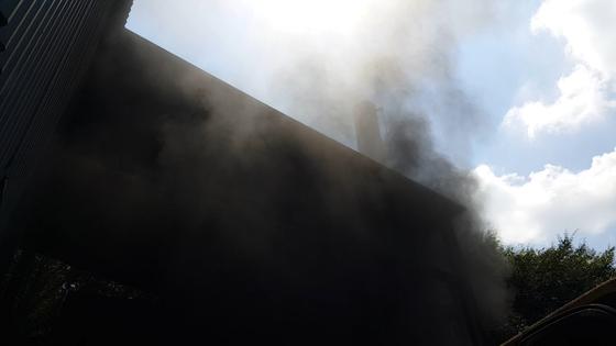 쓰레기 태운 시커먼 연기가 하늘로…급증하는 불법 소각