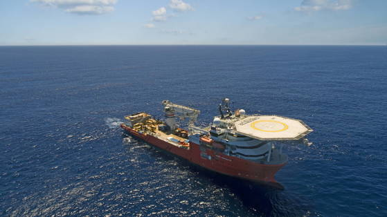 epa06757116 A handout photo made available by Ocean Infinity shows the 'Seabed Constructor' multi-purpose offshore vessel in the southern Indian Ocean off the coast of South Africa, 04 January 2018 (issued 23 May 2018). The search for missing Malaysia Airlines flight MH370 will end on 29 May 2018, Malaysian authorities said 23 May. The 'Seabed Constructor' ship together with its unmanned submarines has been scouring the ocean floor in the southern Indian Ocean for wreckage from flight MH370 in a 'no cure, no fee' agreement since 21 January 2018. EPA/OCEAN INFINITY HANDOUT HANDOUT EDITORIAL USE ONLY/NO SALES <저작권자(c) 연합뉴스, 무단 전재-재배포 금지>