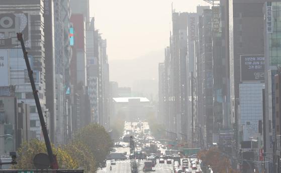 황사와 미세먼지가 낀 서울의 빌딩 숲 풍경. [뉴스1]