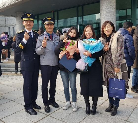 15년 의식불명 동료…딸 졸업식 아빠 돼준 경찰