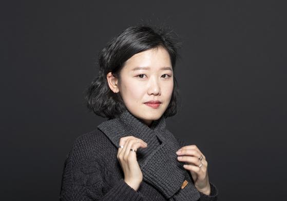 """'집순이' 시인의 고백 """"엄마처럼 되는 게 두려웠다"""""""