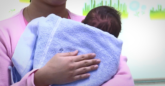 18일 인천 한 산후조리원에 있던 신생아들에게서 RSV 감염 의심 증상이 나타나 보건 당국이 조사에 나섰다.[연합뉴스]