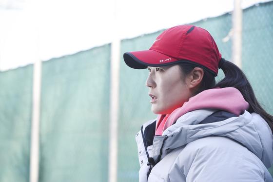 '체육계 미투'를 처음 시작한 테니스 김은희 코치가 17일 오전 경기도 고양시 테니스장에서 중앙일보와 인터뷰하고 있다. 김경록 기자