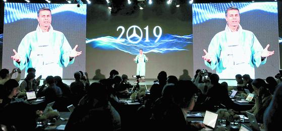디미트리스 실라키스 메르세데스-벤츠코리아 대표이사 사장이 17일 오전 서울 중구 신라호텔에서 열린 신년기자간담회를 하고 있다. [뉴시스]