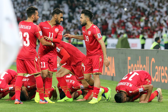 바레인 선수들이 지난 1월6일 아시안컵 개막전에서 골을 터트린 뒤 기뻐하고 있다. [EPA=연합뉴스]