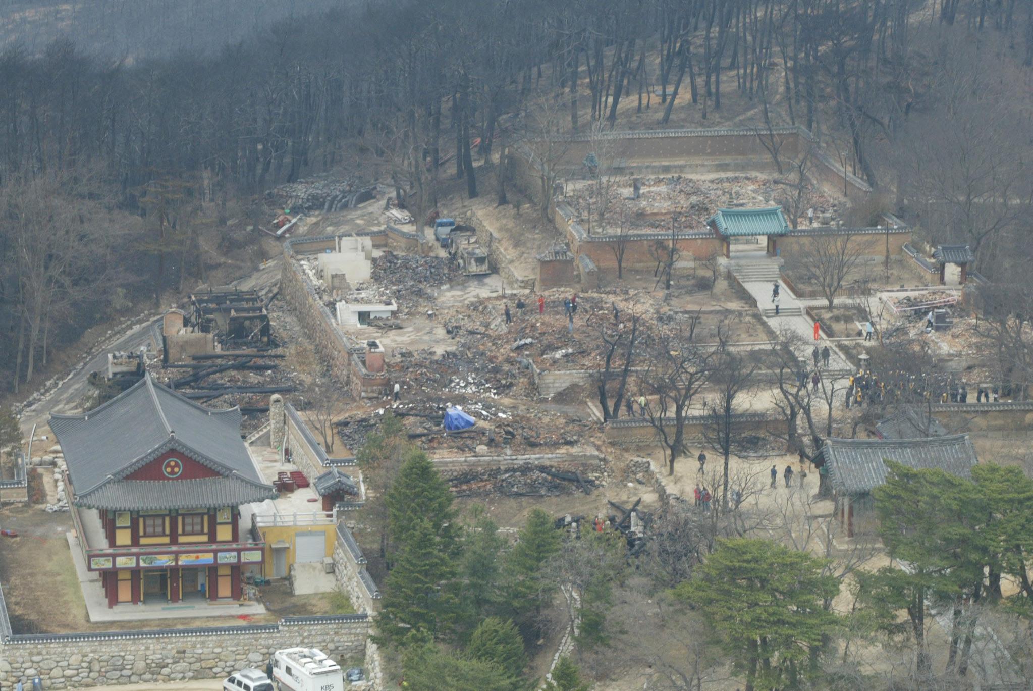 2005년 산불로 폐허로 변해버린 강원도 낙산사 경내. [중앙포토]