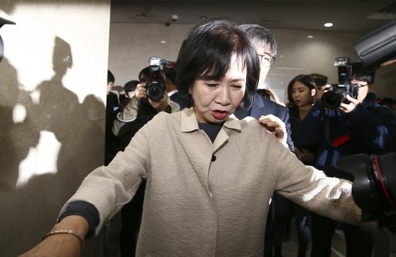 목포 부동산 투기 의혹을 받고 있는 더불어민주당 손혜원 의원(서울 마포구을)이 20일 오전 서울 여의도 국회 정론관에서 기자회견을 마친 뒤 나오고 있다. 임현동 기자