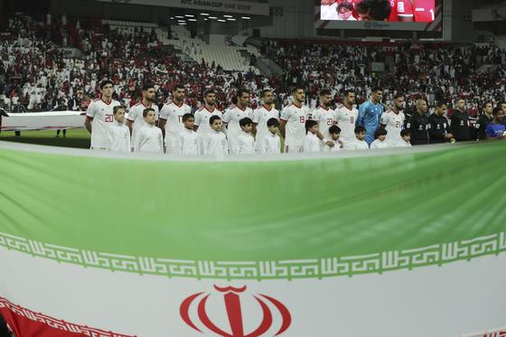21일 열린 아시안컵 축구 16강 오만전에 나선 이란 축구대표팀 선수들. [EPA=연합뉴스]