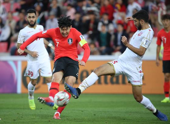 [속보] 황희찬 선제골…한국, 바레인 전반 43분에 1-0 리드