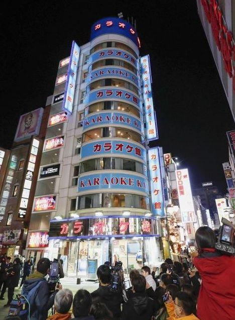 총격 사건으로 한국인 1명이 숨진 도쿄 신주쿠 가로오케점 전경 [도쿄 교도=연합뉴스]