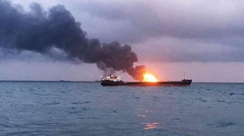리아노보스티·타스 통신 등은 21일(현지시간) 케르치 해협에서 아프리카 탄자니아 선적 선박 2척에 화재가 발생해 선원 최소 11명이 숨졌다고 보도했다. [리아노보스티=연합뉴스]