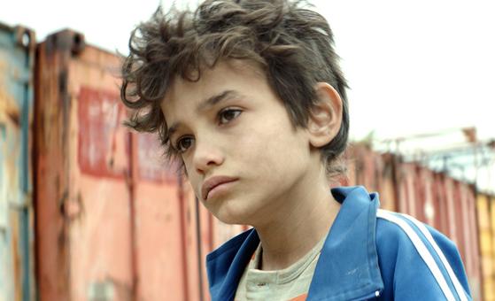 영화 '가버나움'의 주인공 자인. 12세로 추정될뿐, 부모도 정확한 나이를 모른다.[사진 그린나래미디어]