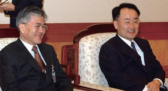 참여정부 당시 문재인 청와대 비서실장(왼쪽)과 박정규 민정수석.