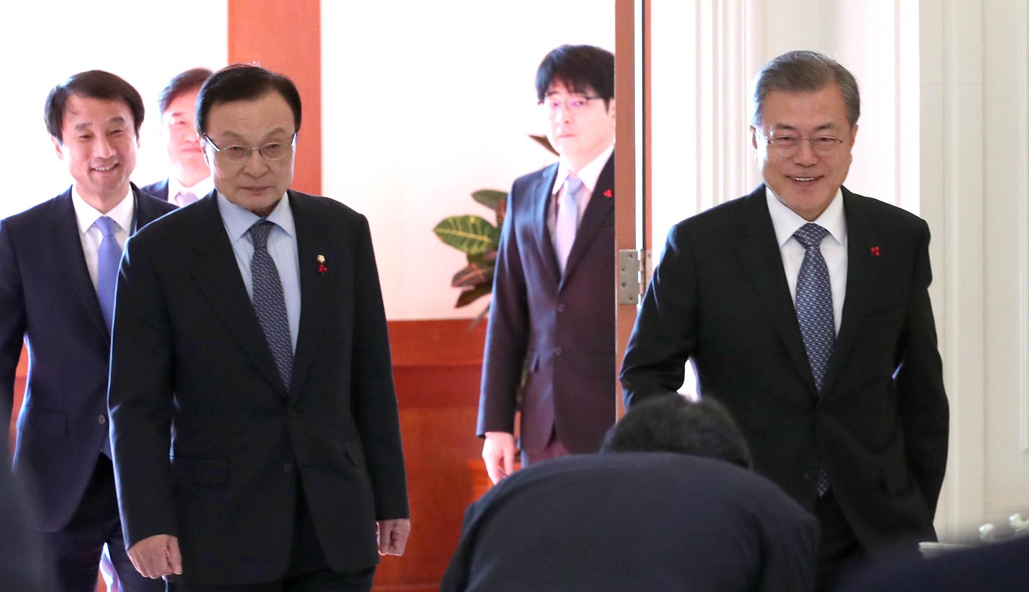 """이해찬, 文대통령 생일 맞아 '홍삼' 선물 """"건강 걱정돼…"""""""