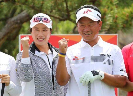 지난해 5월 한 행사에 함께 참석했던 박세리(왼쪽), 최경주. [연합뉴스]
