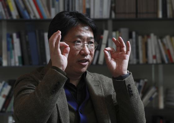 성정민 맥킨지 부소장이 지난해 12월 21일 중앙일보 본사에서 인터뷰를 하고 있다. 임현동 기자