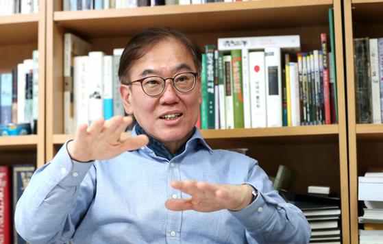"""김정탁 교수는 '큰 지혜는 너그러워 화합하고, 작은 지혜는 촘촘해 편가른다""""고 말했다. 김상선 기자"""