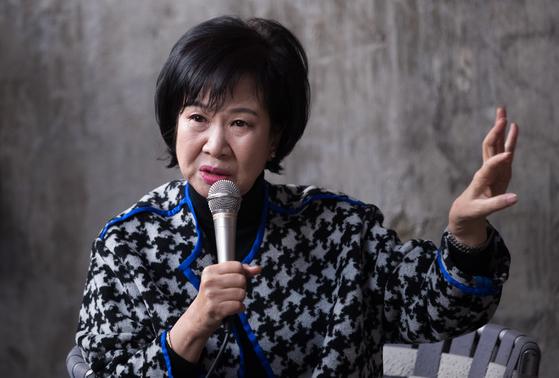 부동산 투기 의혹을 받고 있는 손혜원 무소속 의원이 23일 전남 목포 역사문화거리 박물관 건립 예정지에서 기자회견을 하고 있다. [프리랜서 장정필]
