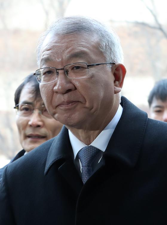 양승태 전 대법원장이 23일 오전 영장심사를 받기위해 서울중앙지법으로 들어오고 있다. 우상조 기자
